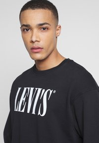 Levi's® - RELAXED GRAPHIC CREWNECK - Sweatshirt - black - 3