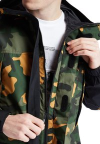 Timberland - CAMO ARCHIVE MOUNTAIN TRAIL - Leichte Jacke - duffel bag/wheat boot house camo-black - 3