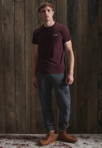 Superdry - VINTAGE EMBROIDERY - T-shirt print - deepest burgundy grit - 0