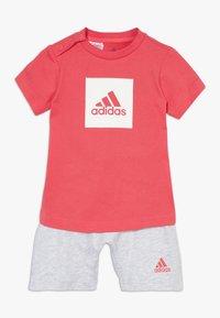 adidas Performance - LOGO SUMMER TRACKSUIT BABY SET - Tracksuit - core pink/white - 0