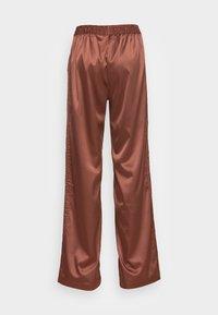 adidas Originals - WIDE LEG PANT - Pantalones - earth brown - 1