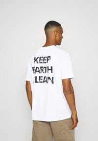NU-IN - EARTH OVERSIZED  - T-shirt imprimé - white - 2