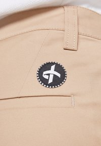 Cross Sportswear - STYLE - Chino - deep birch - 4