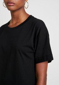 Cotton On - THE RELAXED BOYFRIEND TEE - Jednoduché triko - black - 4