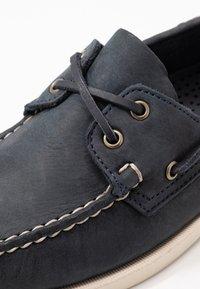 Sebago - DOCKSIDES PORTLAND CRAZY HORSE - Boat shoes - blue navy - 5