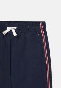 Tommy Hilfiger - TAPE PULL ON CUFFED  - Spodnie materiałowe - twilight navy - 2