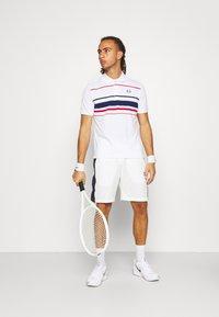 Sergio Tacchini - TENNIS YOUNGLINE SHORTS - Sports shorts - blanc de blanc/night sky - 1