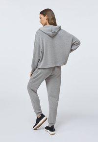 OYSHO - SOFT TOUCH  - Sweat à capuche - light grey - 2