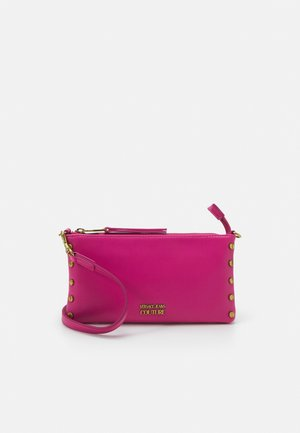CHARMS MEDIUM POUCH - Clutch - fuxia