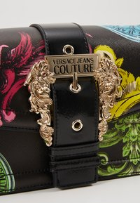 Versace Jeans Couture - LOGATA BUCKLE - Across body bag - black - 6