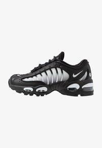 Nike Sportswear - AIR MAX TAILWIND IV  - Sneakersy niskie - black/white - 1