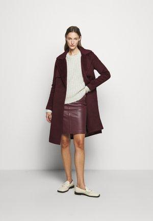 Klasický kabát - sassafras