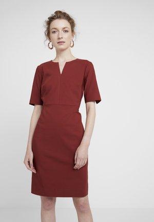 ZELLA  - Pouzdrové šaty - russet brown