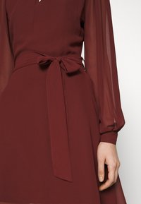 NU-IN - BALOON SLEEVE MINI DRESS - Cocktail dress / Party dress - wine - 4