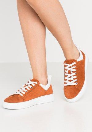 BIADAVA  - Sneakersy niskie - rust
