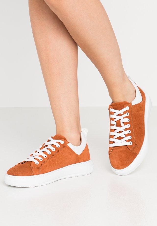 BIADAVA  - Sneakers basse - rust