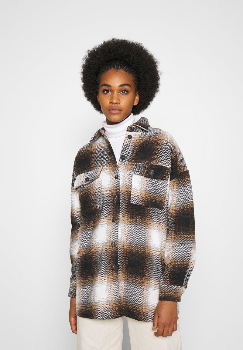 Noisy May - NMFLANNY CHECK  - Button-down blouse - birch/brown sugar/dark brown/black