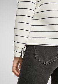 s.Oliver - Long sleeved top - off-white stripes - 6