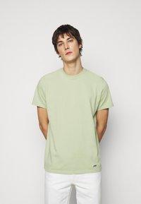 ARKK Copenhagen - BOX LOGO TEE - Basic T-shirt - swamp - 0