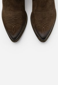 Felmini - WEST  - Ankle boots - marvin olive - 5