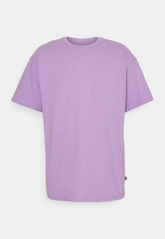 TEE ESSENTIALS UNISEX - Basic T-shirt - violet star