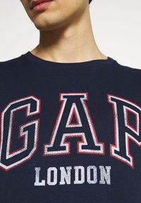 GAP - CITY ARCH TEE - Print T-shirt - london - 5