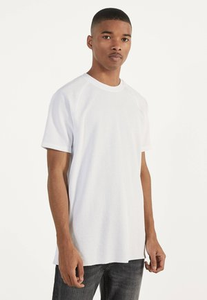 MIT WAFFELGEWEBE - Basic T-shirt - white