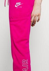 Nike Sportswear - AIR PANT - Pantalon de survêtement - fireberry - 4