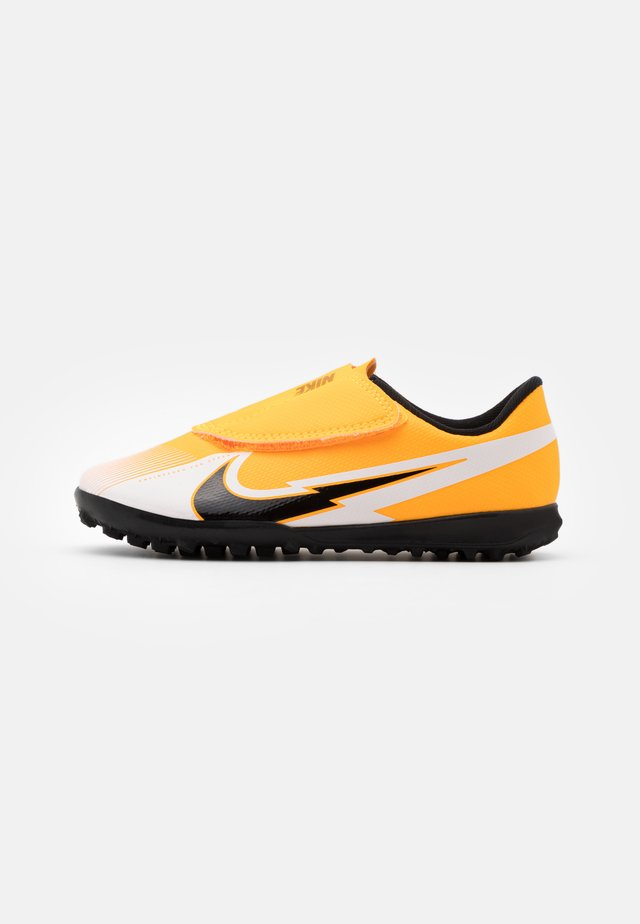 MERCURIAL JR VAPOR 13 CLUB TF UNISEX - Astro turf trainers - laser orange/black/white