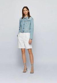 BOSS - Denim shorts - natural - 1