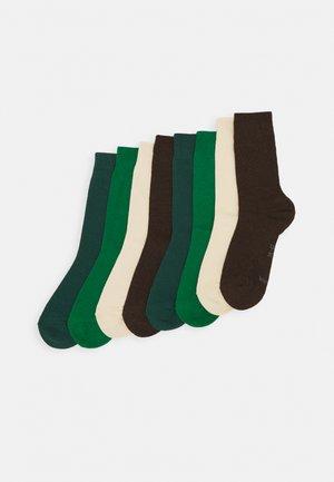 ESSENTIAL SOCKS  8 PACK UNISEX - Socks - pine