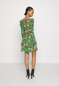 Who What Wear - THE RUCHED 80S MINI DRESS - Cocktail dress / Party dress - green - 2