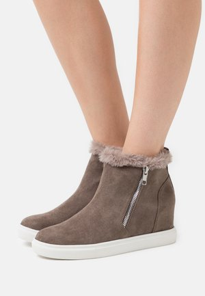 PIPER - Wedge Ankle Boots - light grey