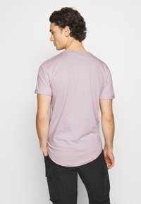 Calvin Klein Jeans - BADGE TURN UP SLEEVE - Print T-shirt - orchid hush - 2
