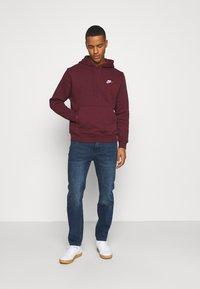 Nike Sportswear - CLUB HOODIE - Hættetrøjer - dark beetroot - 1