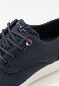 Tommy Hilfiger - LIGHTWEIGHT LACE UP SHOE - Sneakersy niskie - blue - 5