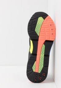 Puma - LQDCELL OPTIC - Zapatillas de running neutras - black - 4