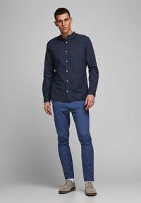 Jack & Jones PREMIUM - JJESUMMER  - Camicia - navy blazer - 1