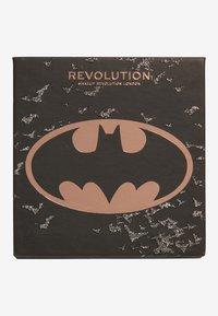 Makeup Revolution - REVOLUTION X BATMAN I AM THE BATMAN SHADOW PALETTE - Eyeshadow palette - multi-coloured - 1