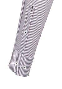Seidensticker - SLIM FIT - Formal shirt - rot - 2
