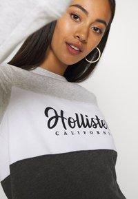 Hollister Co. - FASHION CREW - Sweatshirt - grey/white - 4