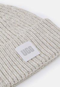 UGG - CHUNKY BEANIE - Lue - light grey - 2