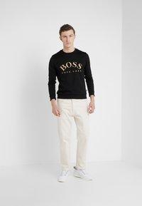 BOSS - SALBO 10217264 01 - Sweatshirt - black/gold - 1