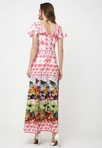 Madam-T - Maxi dress - rosa/weiß - 2