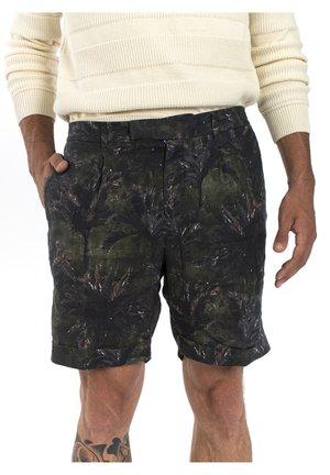 BERMUDA  - Shorts - verde bosco