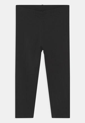 NKFVIVIAN CAPRI - Shorts - black