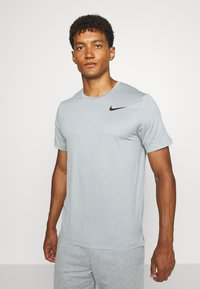 Nike Performance - T-Shirt basic - smoke grey/light smoke grey/heather/black - 0