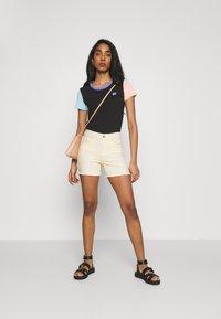 ONLY - ONLBLUSH - Shorts di jeans - ecru - 1