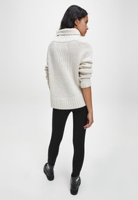 Calvin Klein Jeans - Jumper - soft cream - 2
