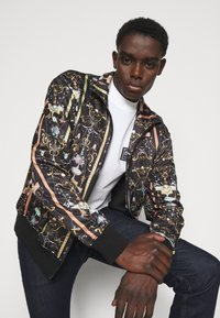 Versace Jeans Couture - TECNO PRINT TUILERIES  - Training jacket - black - 3